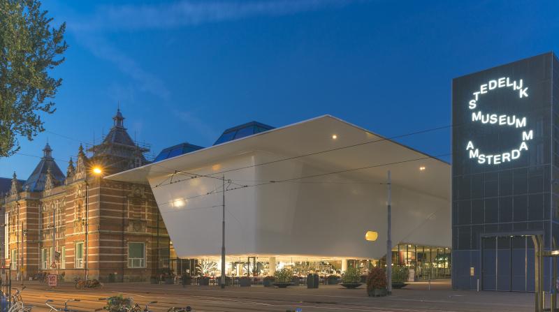 Private Führung im Stedelijk Museum Amsterdam. Der neue Flügel des Stedelijk Museums Amsterdam